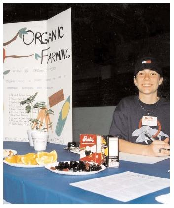 Science has not proven any nutritional difference between organically grown foods and conventionally grown foods. However, the methods employed by organic farmers may be more sustainable in the long term than conventional farming. [Photograph by Robert J. Huffman. Field Mark Publications. Reproduced by permission.]