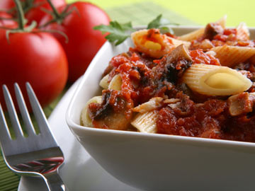 Rigatoni with Creamy Tomato Sauce, Shallots and Mushrooms